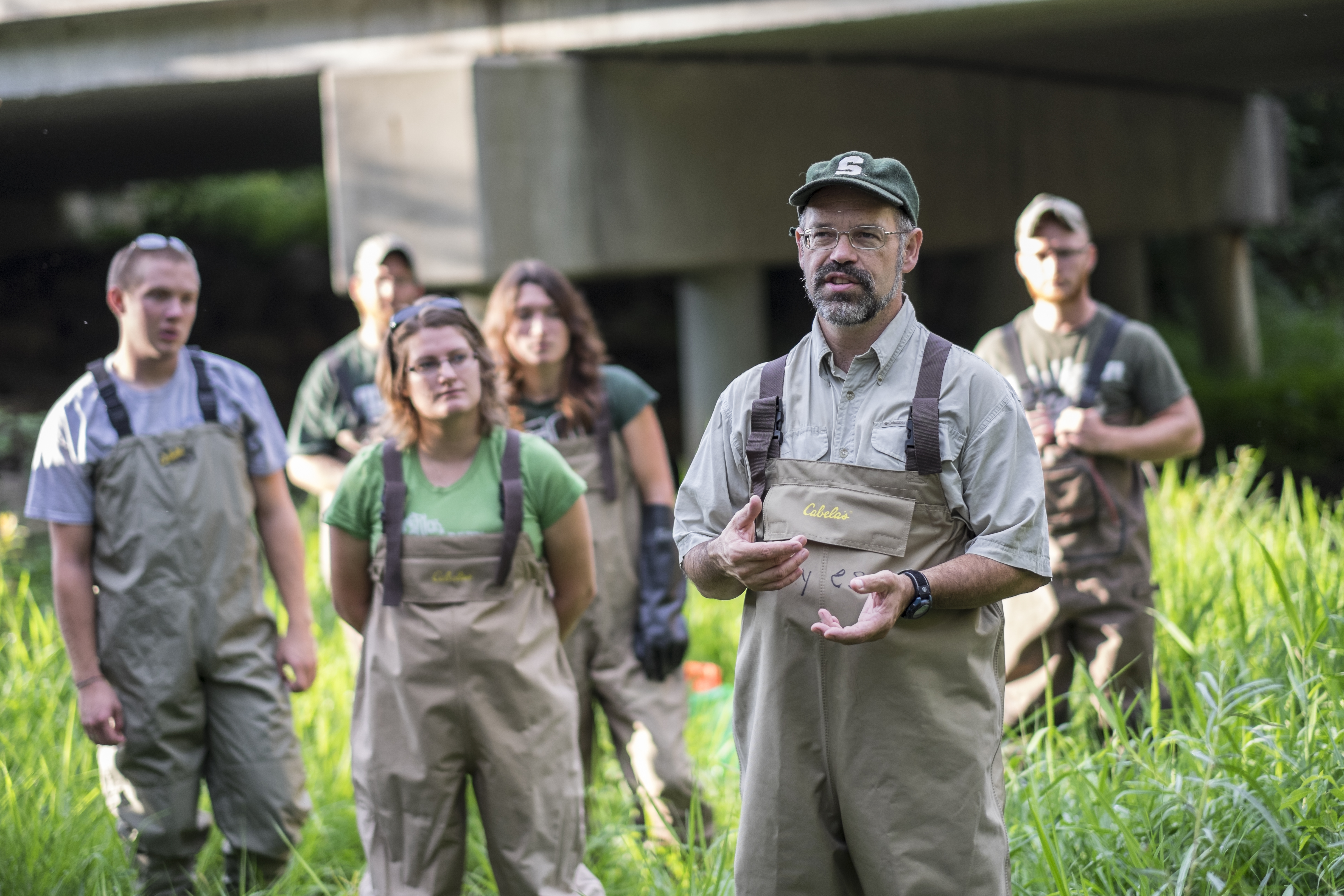 MSU professor Dan Hayes prepares students in his fisheries and wildlife lab for fish collection in the Red Cedar River.