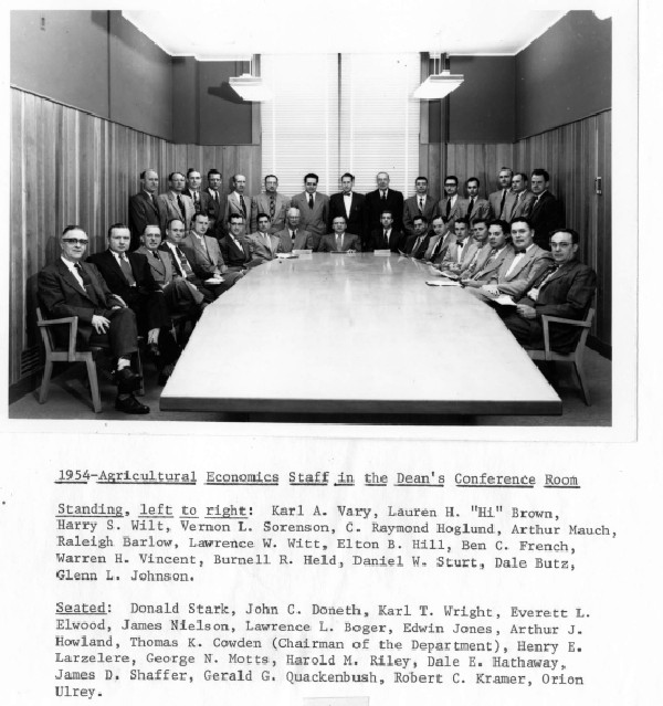 Faculty_photo_1954_cowden_chair_v1