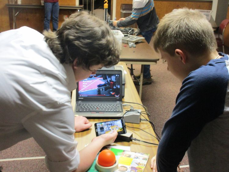 Granite Winowiecki helping a youth participant at the 2016 Robotics 4-H Workshop. All photos: Jan Brinn, MSU Extension.