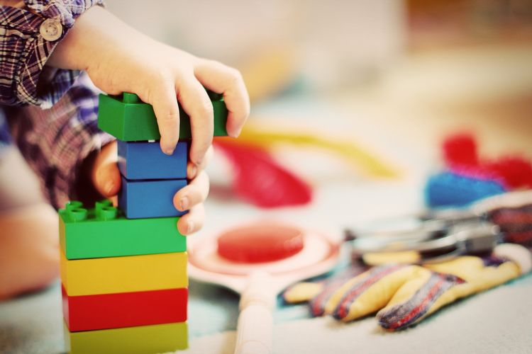 There are many activities that help children develop fine motor skills. Photo credit: Pixabay.