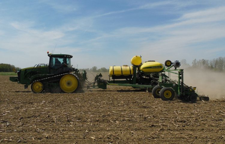 Planting soybeans under ideal conditions