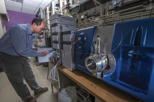Hui Li with the liquid chromatography-tandem mass spectrometer in his lab.