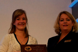 Lauren Tuski receives the CANR Outstanding Leadership award from Jill Cords of CANR career services
