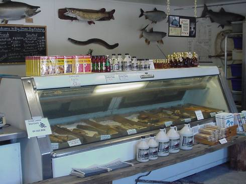 A Michigan commercial fish retail operation sells locally produced Great Lakes fish. Photo: Ron Kinnunen | Michigan Sea Grant