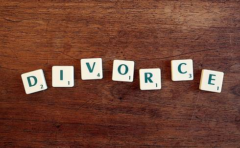 Scrabble letters spelling divorce
