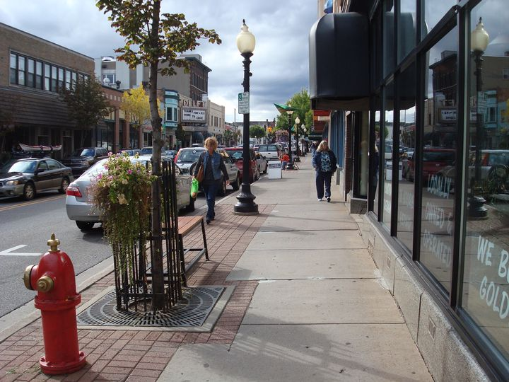 Walkability and parking in downtown Marquette, Michigan. Photo credit: Brad Neumann l MSU Extension