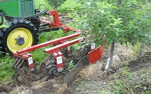 The Wonder Weeder front-mounted implement used for strip cultivation in a Michigan apple orchard.