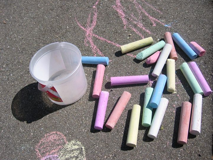 Take art outside in the summer with sidewalk chalk! Photo credit: Pixabay.