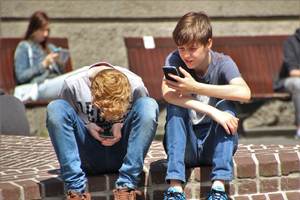 kids on cell phones
