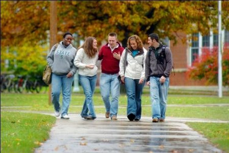 A group of students walking on campus.