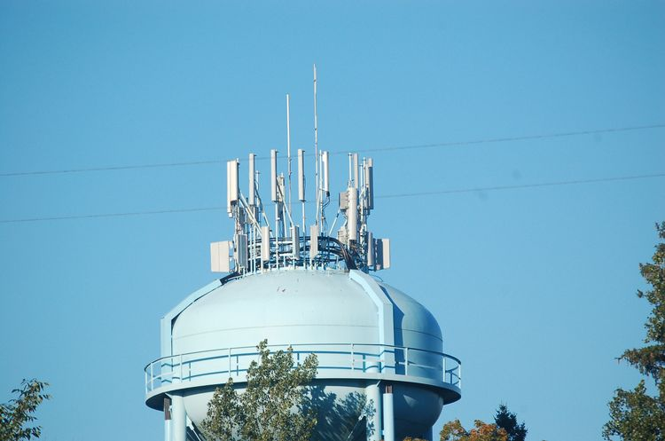 Placement of Antenna-Mast Structures for Cellular Communication