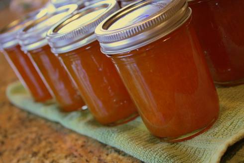 Canned apricot jam