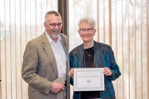 Gloria DeGrandi-Hoffman received the Distinguished Alumnus award from Bill Ravlin.
