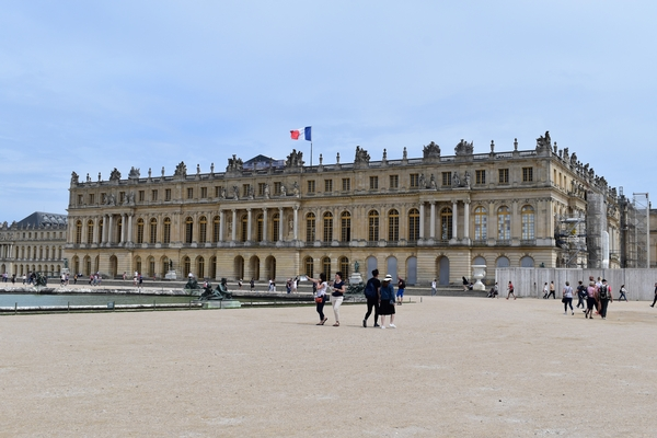 Photo 1. The Château (Palace) of Versailles in Paris, France.