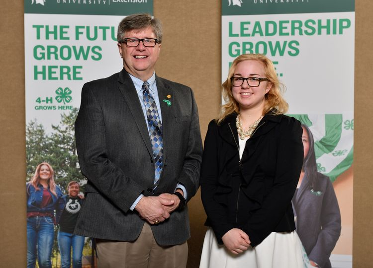 Michigan 4-Her Marjia Cornelia meets with State Senator Tom Casperson at the 2017 4-H Capitol Experience. All photos by MSU Extension.