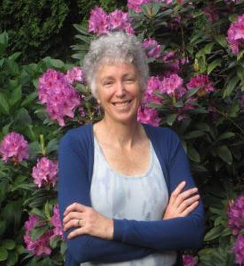 Linda Chalker-Scott will debunk common gardening myths at the 2017 Smart Gardening Conference.
