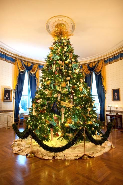 the 2014 official white house christmas tree photo chuck kennedy via wikimedia commons - White House Christmas Trees