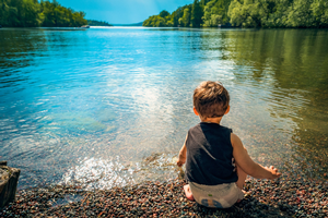 Science ideas for young children: Lakes versus rivers