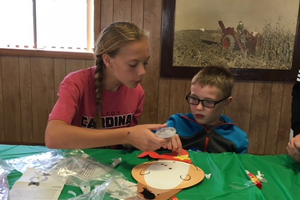 4-H volunteer, Allison Miller, teaches a 4-H PEP student a new craft. Photo by Connie Lange, MSU Extension.