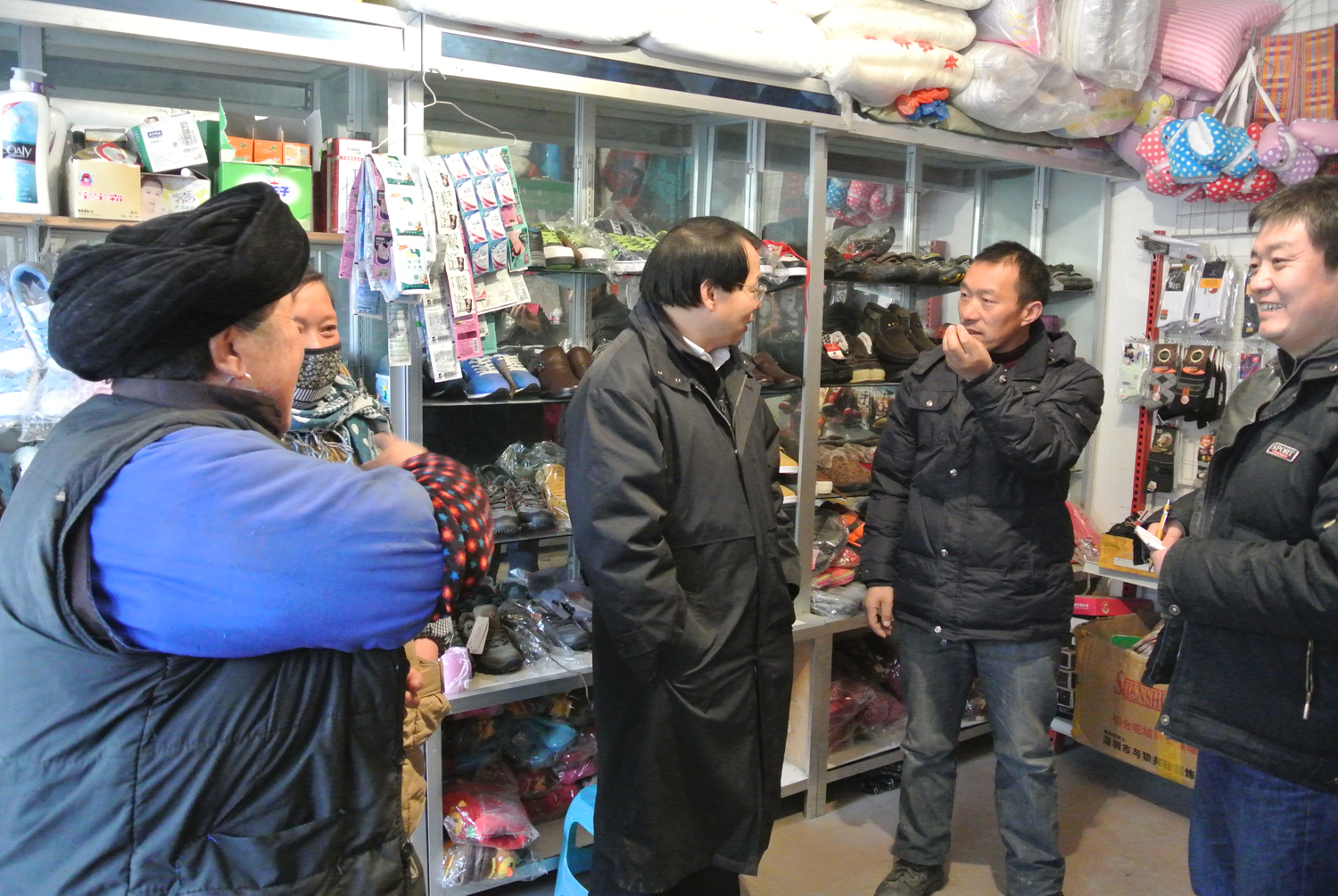 Jack Liu talking to horse owner in Wolong