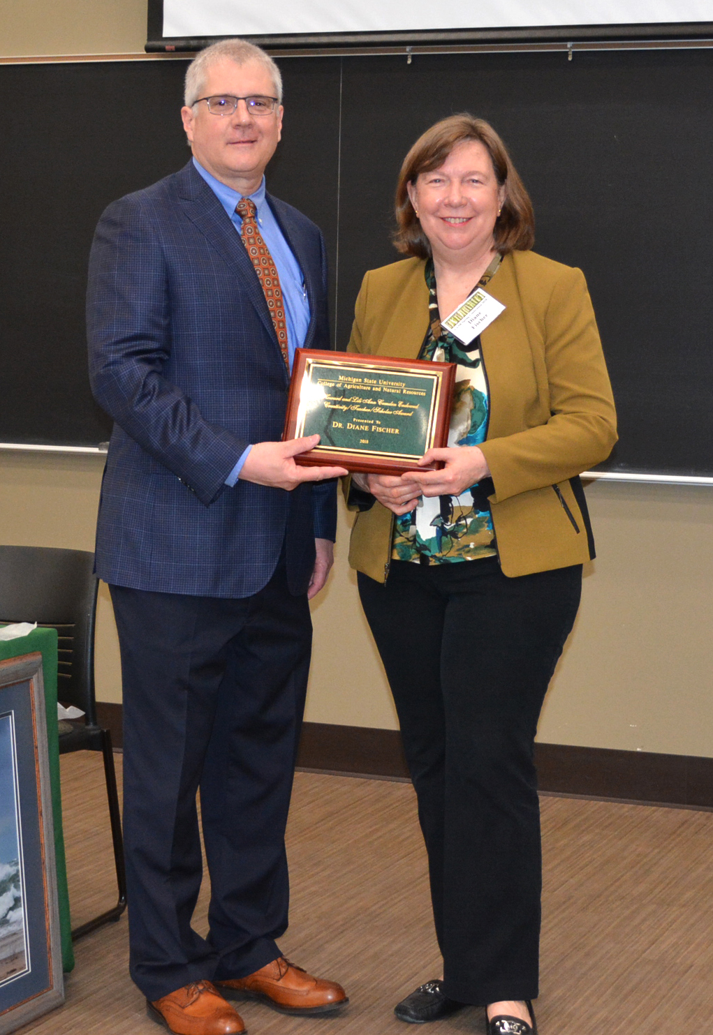 CANR faculty member Diane Fischer received the Camden award from Dean Ron Hendrick in 2018.