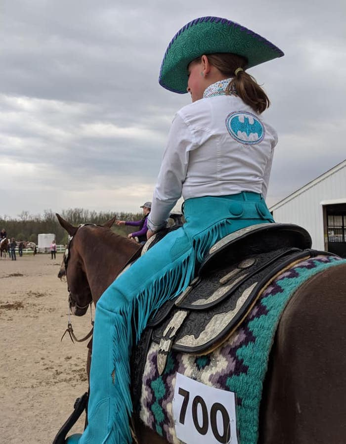 Exhibitor with back number on saddle pad