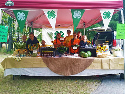 4-H farmer's market stand