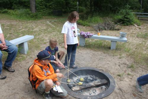 CHILDREN CAMPERS ROASTING MARSHMALLOWS