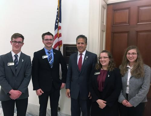 4-H members and Mike Bishop