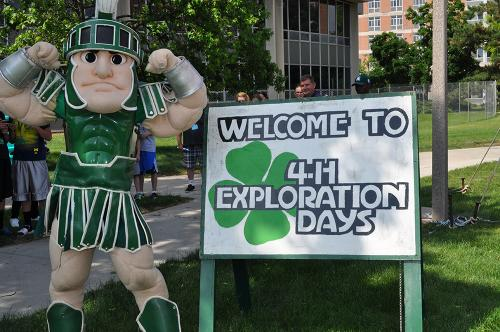 Sparty with welcome sign