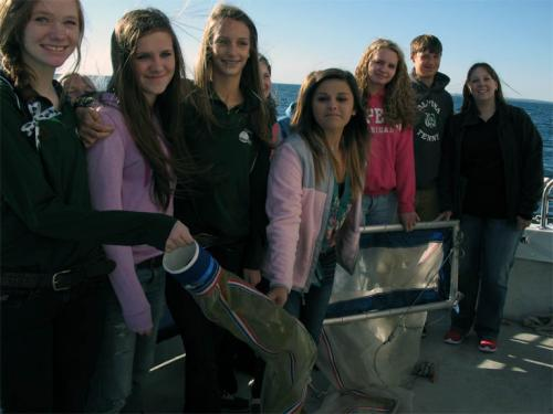 Students on field trip to collect marie debris image.