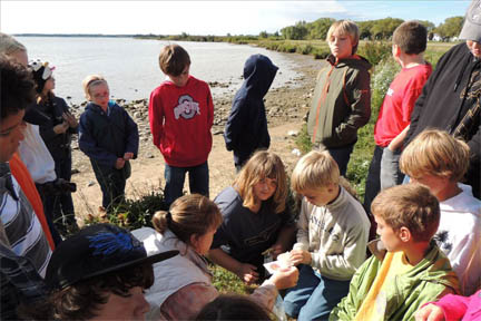 Thunder Bay Jr High students collecting samples.