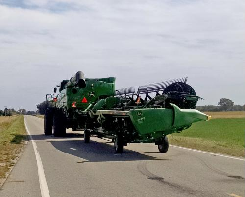 Fall means farm equipment on roads msu extension safety tips for farmers taking wide equipment on rural roads sciox Image collections